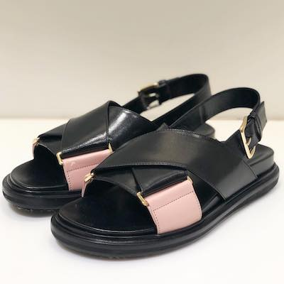 Black Pink Fussbet Sandals
