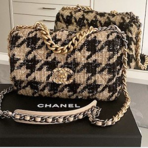Chanel 19 Maxi Flap Bag Houndstooth Tweed
